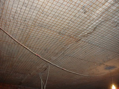Установка штукатурной сетки на потолок